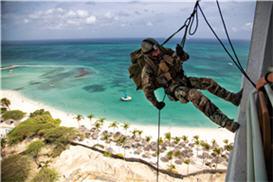 Mariniers beklimmen WestEnd hotel Aruba